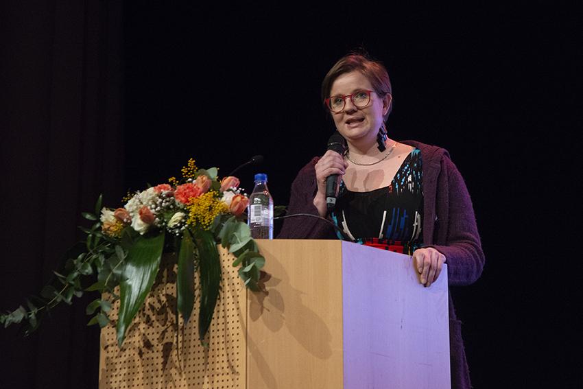 Kaisa Honkonen eEemeli-gaalan juontajana vuonna 2019