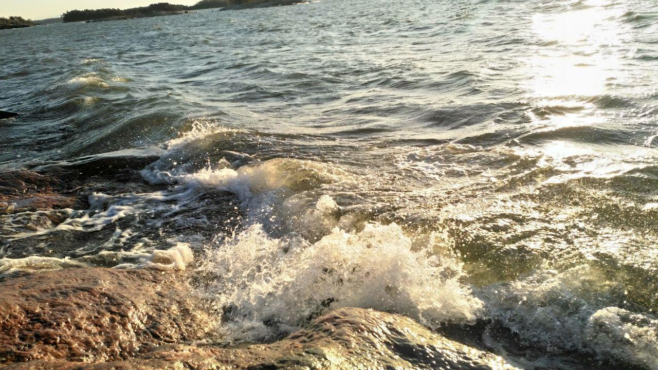 Ranta-aallokon tyrskyjä