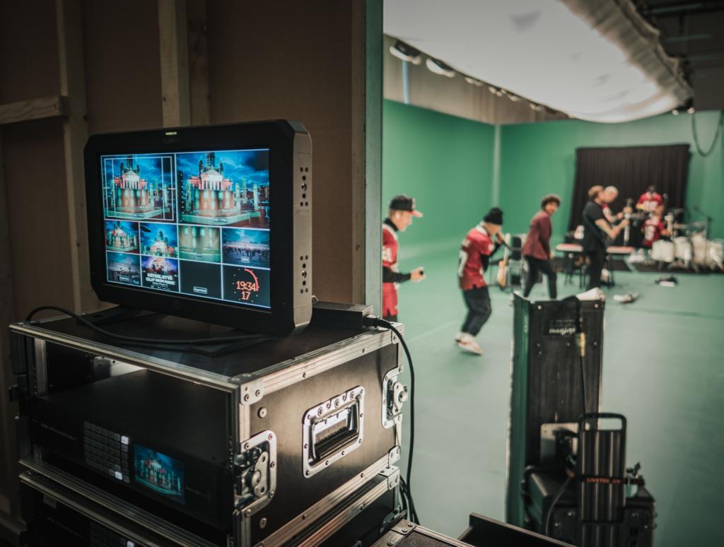 Kuva virtuaalitoteutustekniikasta JVG:n keikan kulisseissa.